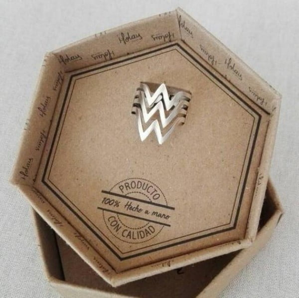 Wonder Woman, woman's wonder ring adjustable in silver or gold plated, woman wonder adjustable in silver #wonderwoman #geek #comics #gifts #giftideas